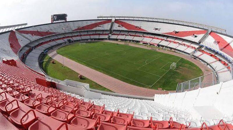 River sacará la pista olímpica y podría jugar algunos partidos oficiales en Ezeiza